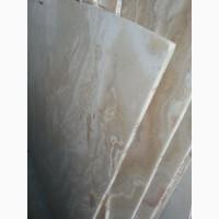 Мрамор многогранный.Оникс прозрачный в накрытом хранилище.Слябы и плитка, полосы и брехча